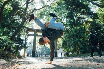 Breakdance in the park
