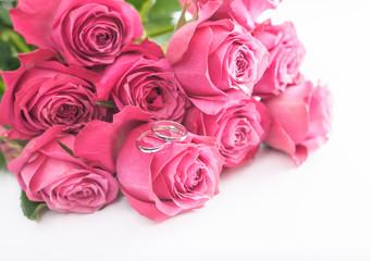 Heiratsantrag mit Rosenstrauss