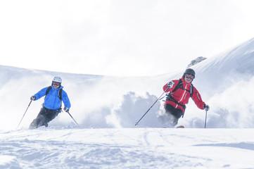 Wall Mural - Zwei Skifahrer im Tiefschnee