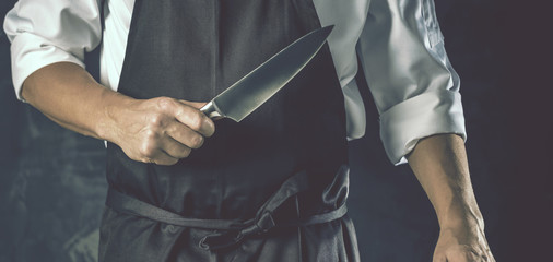 Chefkoch in der Küche mit Scharfem Messer