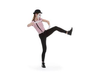 jeune fille mime maquillage blanc théâtre mimant prise karaté