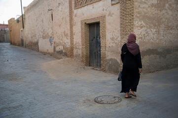 Poster de jardin Tunisie tunisian woman in tozeur