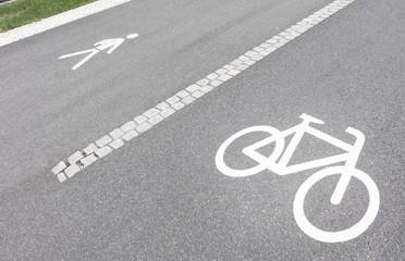 Fahrradweg und Fußgängerweg