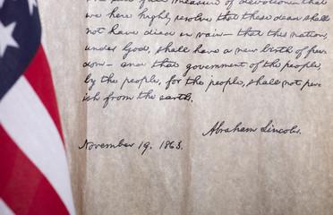President Abraham Lincoln's Gettysburg Address Next to American Flag Fotomurales