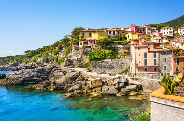Ligurie Panoramic view of beautiful colorful houses of Tellaro village, Lerici, La Spezia, Italy