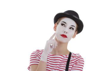 jeune fille mime maquillage blanc théâtre mimant la réflexion