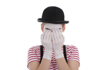jeune fille mime maquillage blanc théâtre mimant pleurs