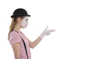 jeune fille mime maquillage blanc théâtre mimant coup de feu