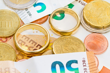 Eheringe und Geld