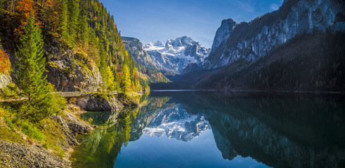 Printed roller blinds Reflection Mountain scenery in the Alps with Dachstein summit reflecting in Lake Gosausee, Salzkammergut, Austria