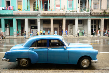 Old American cars serving as taxis in old Havana
