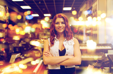 Spoed Foto op Canvas Muziekwinkel smiling assistant or customer at music store