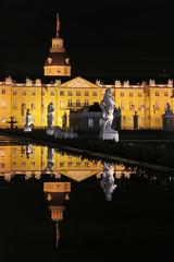 Karlsruher Schloss mit Spiegelung