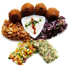 Falafel und Salate, Essen aus dem Nahen Osten