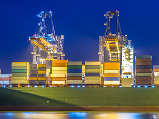 Container ship unloading in automated harbor