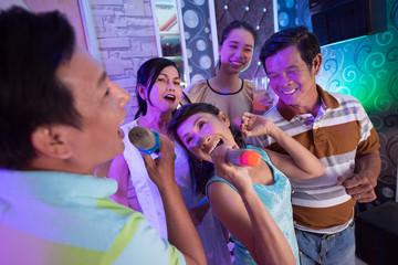 Party in karaoke