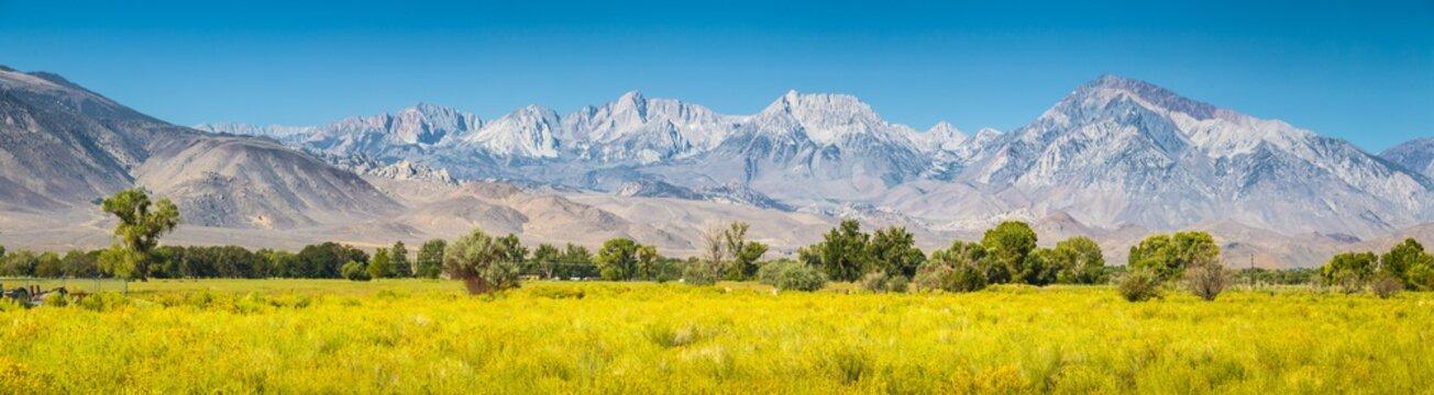 Eastern Sierra Nevada mountain range in summer, Bishop, California, USA