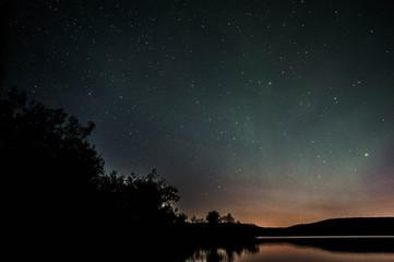 Ночное небо у озера