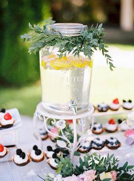 Lemonade with cupcakes