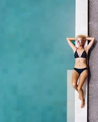 Girl restinæat pool