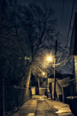 Fototapete - Dark, gritty and wet Chicago alley at night after rain.