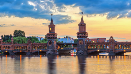 Keuken foto achterwand Berlijn Berlin sunset city skyline at Oberbaum Bridge and Spree River, Berlin, Germany