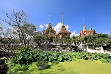 The temple on the mountain in Suphan Buri province has a lotus pond on the front, adding tranquility and tranquility.