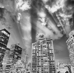 Fototapete - Night skyline of New York City in black and white, USA