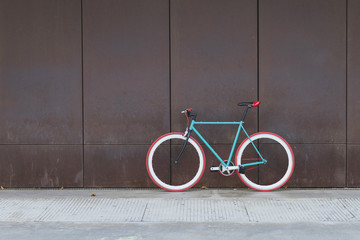 Papiers peints Velo A City bicycle fixed gear on a brown wall