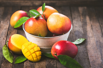 3 delicious desserts made out of MANGO - Mangolicious