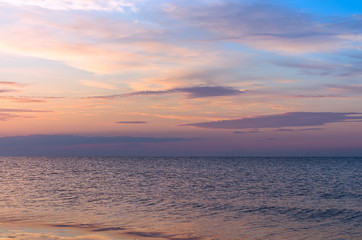 Fotomurais - Seascape, sea horizon with clouds sunset, summer