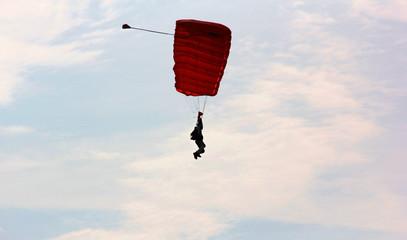 silhouette du parachutiste