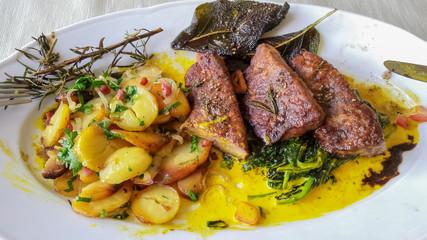 Rindsfleisch mit Kartoffeln