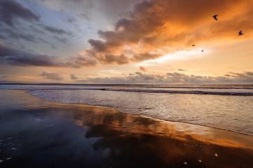 Pôr-do-sol na praia de Fútila em Cabinda, Angola