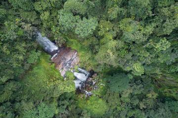 Quedas de água do rio Cuilo (Kuilo) na província do Záire, Angola