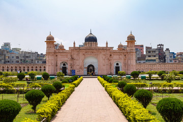Photo sur Aluminium Fortification View of Mausoleum of Bibipari in Lalbagh fort. Lalbagh fort is an incomplete Mughal fortress in Dhaka, Bangladesh