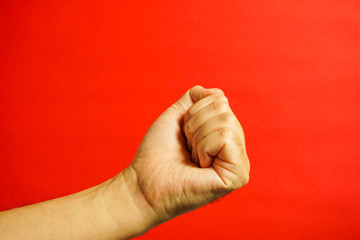 手の表現 握る 何かを持つなど 赤色背景
