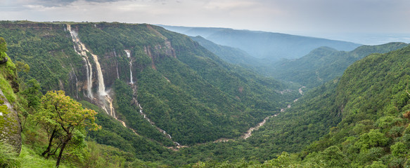 Foto auf AluDibond Wasserfalle Cherrapunjee, Meghalaya, India. Иeautiful panorama of the Seven Sisters waterfalls near the town of Cherrapunjee in Meghalaya, North-East India.
