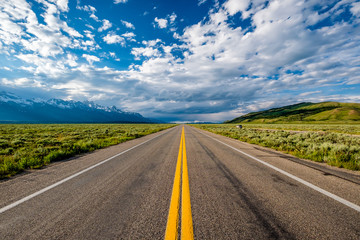 Aluminium Prints United States Empty open highway in Wyoming