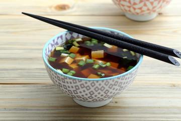 zuppa asiatica con tofu
