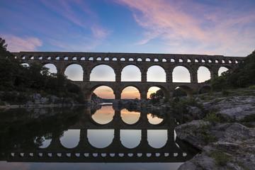 Le Pont du Gard classé Patrimoine Mondial de l'UNESCO, Grand Site de France, pont aqueduc romain qui enjambe le Gardon, Gard Wall mural