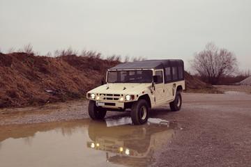 Militärischer Geländewagen