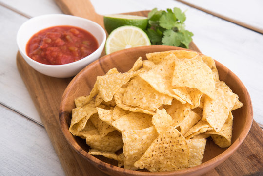 nachos with salsa and lime