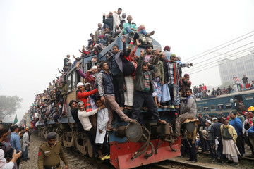 """Overcrowded train leaves Tongi rail station after the final prayer of """"Bishwa Ijtema"""", the world congregation of Muslims, on the banks of the Turag river in Tongi near Dhaka"""