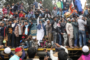 """An overcrowded train leaves Tongi rail station after the final prayer of """"Bishwa Ijtema"""", on the banks of the Turag river in Tongi near Dhaka"""