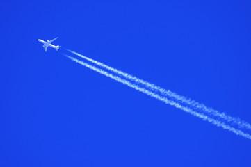 青空とひこうき雲
