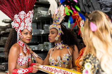 Brazilian women contesting who will be the queen of carnival (Written in Portuguese: Rainha do Carnaval)