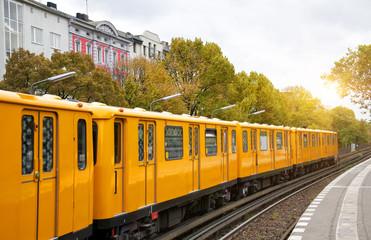 Berlin yellow subway (U-Bahn), Schlesisches Tor station