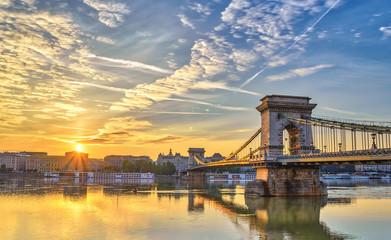 Fototapeten Budapest Budapest sunrise city skyline at Budapest Chain Bridge and Danube River, Budapest, Hungary