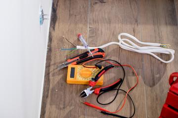 handyman, electrician, home renovation